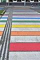 Wien-Rudolfsheim-Fünfhaus - Regenbogen-Zebrastreifen mit Blindenleitstreifen.jpg