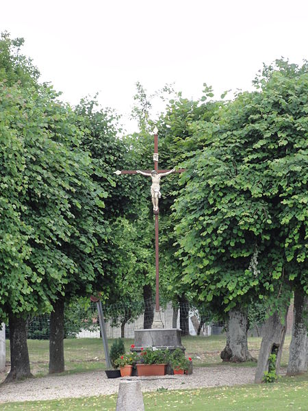 Wimy (Aisne) croix de chemin sur la place