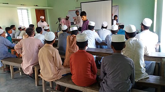Workshop on Wikipedia in a Madrasa 04.jpg