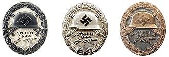 Il distintivo per il 20 luglio 1944 nelle tre versioni.