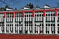 XLIX LO Liceum Ogólnokształcące im. Johanna Wolfganga Goethego w Warszawie od strony boiska.jpg