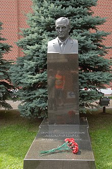 Yuri andropov grave in the kremlin wall necropolis july 2016.jpg