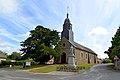 Église Saint-Pierre et monument aux morts de Faverolles (Orne).jpg