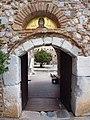 Μονή Οσίου Λουκά - Είσοδος.jpg