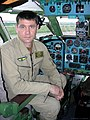 Владимир Барсук в кабине Ту-134 после полета.jpg