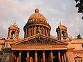 Исаакиевский собор освещенный солнцем.jpg