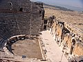 Римский театр в профиль - panoramio.jpg