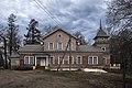 Усадьба Батюшкова Даниловское вход со стоянки.jpg