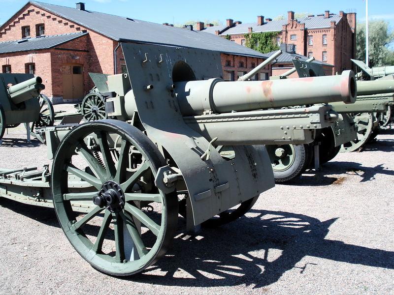 الحرب ال - الحرب العالميه الاولى 800px-155mm_m1917_Schneider_Hameenlinna_1