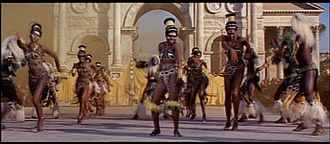 1963 Cleopatra trailer screenshot (56).jpg