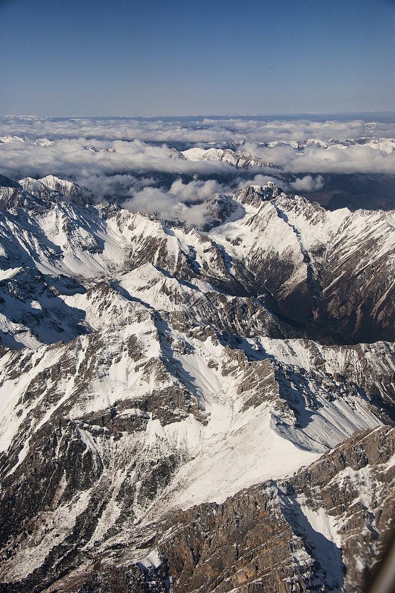 1 sichuan mountain range 2011.jpg
