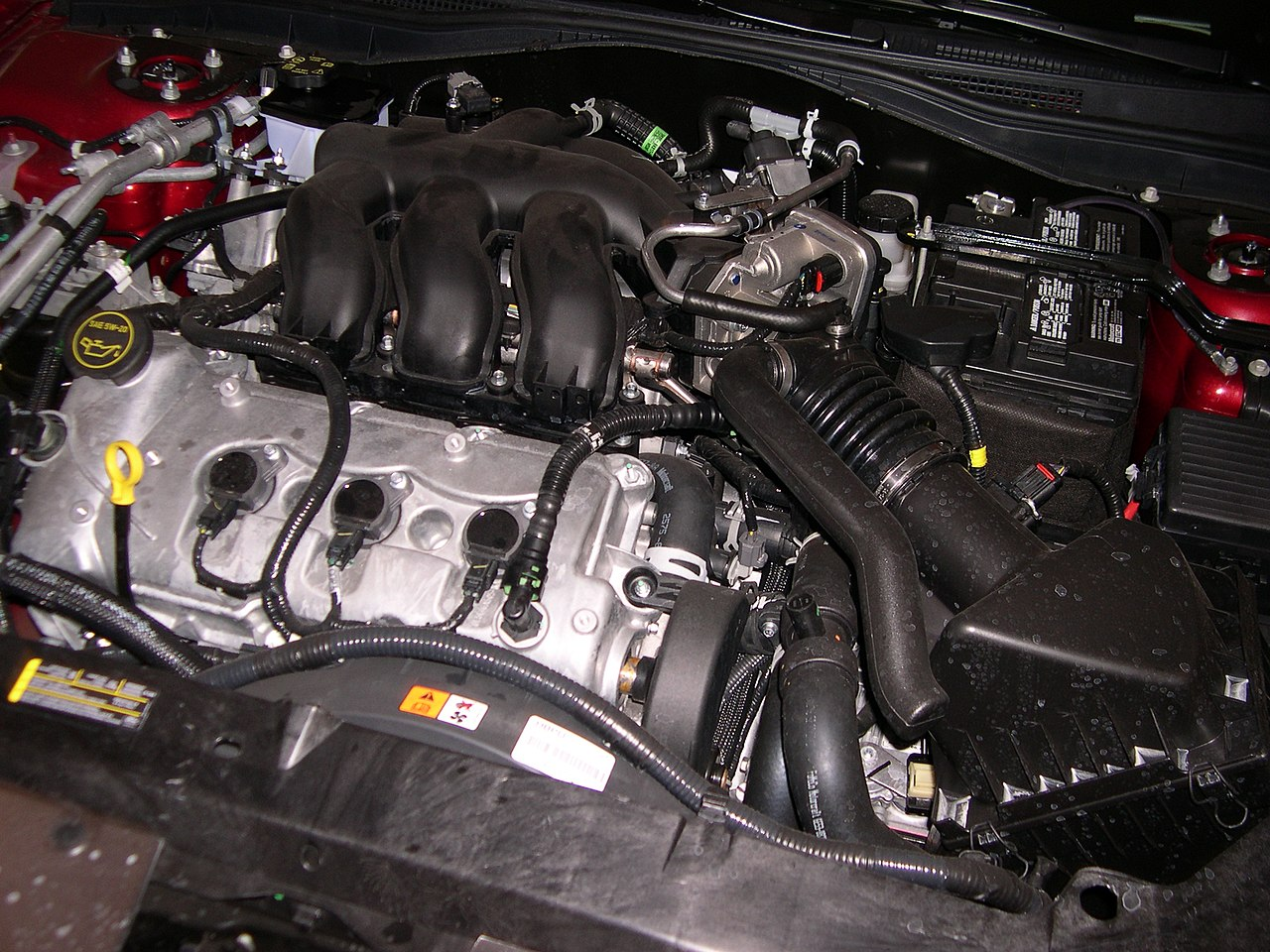file mercury milan duratec engine jpg file 2006 mercury milan duratec 30 engine jpg