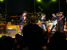Boohwal performance scene at a U.S. Concert