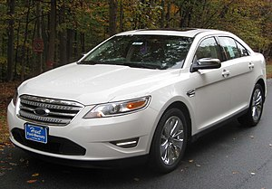 Ford Taurus - Image: 2010 Ford Taurus Limited 2 10 31 2009