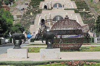 Tamanyan Street - Image: 2014 Erywań, Park przy Kaskadach (06)
