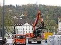 2017-11-13, frühere Karlskaserne in Freiburg mit wiederaufgebautem Siegesdenkmal und Schlossberg.jpg