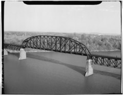 AERIAL VIEW OF THE PENNSYLVANIA THROUGH TRUSS SPAN ON THE WESTERN PORTION OF THE SUSQUEHANNA RIVER BRIDGE, LOOKING SOUTHEAST - Susquehanna River Bridge, Spanning Susquehanna River, HAER MD,13-HAV,4-14.tif