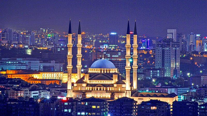 Curiosidades de Ankara, Vista nopturna de Mezquita Kocatepe iluminada