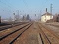 A vasútállomás kezdőponti oldala felé nézve, 2019 Aszód.jpg