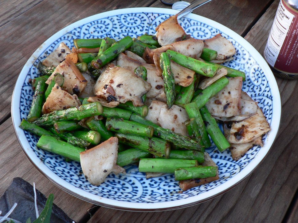 Abalone %26 Asparagus, Stir-Fried with Black Bean Sauce (207804042)