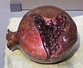 Agate with inlaid rubies pomegranate from China, Tokyo National Museum.JPG