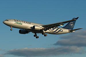 Alitalia, A330-200, EI-DIR (14426795121).jpg