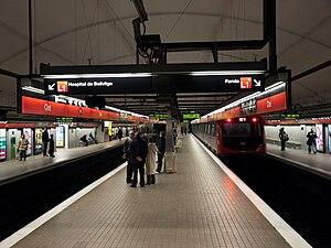 Clot (Barcelona Metro) - Metro platforms in Clot.