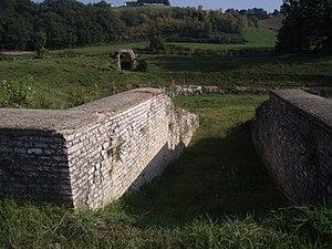 Anfiteatro di Suasa - Ingresso all'arena.JPG