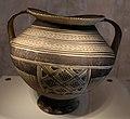 Anfora peucezia con decorazione geometrica, VI secolo ac., da valenzano (BA) 02.jpg
