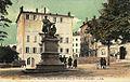 Annonay Place de l'Hotel-de-Ville et statue des frères Montgolfier.jpg