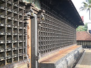 Aranmula Parthasarathy Temple - The outer walls around the sanctum housing the structure of lamps, called Vilakkumaadam