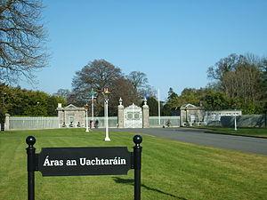 Áras an Uachtaráin - The main gate to Áras an Uachtaráin is located adjacent to the Phoenix Monument, at the centre of the park