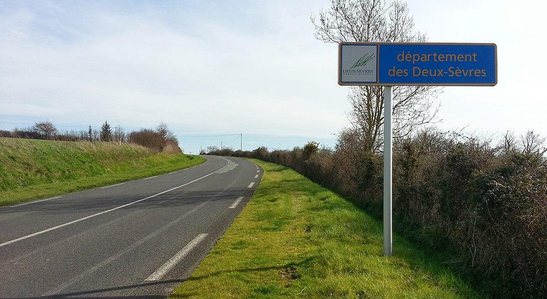 Arrivée dans les 2-Sèvres! Mon 70e département atteint en 2-roues en moins de 3 ans.