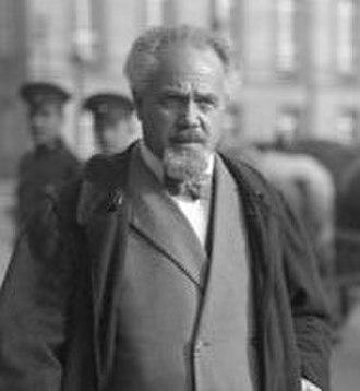 German federal election, 1920 - Image: Arthur Crispien on the street