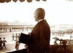 Atatürk Cumhuriyet Bayramı geçidini izlerken (29 Ekim 1936).jpg