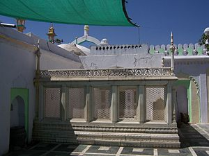 Tomb of Aurangzeb - Aurangzeb's Tomb, with marble jaali (latticed screen) around it.