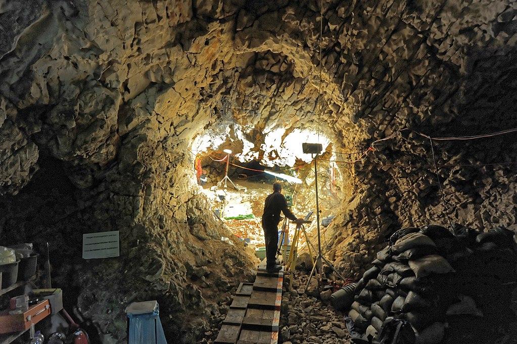 Ausgrabungen in der Hohlensteinhöhle im Lonetal. 01