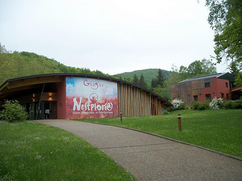 Fichier:Aventignan Nestploria Grottes de Gargas.jpg