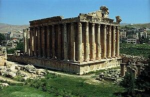 Temple of Bacchus - Image: Baalbek(js) 5