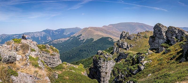File:Babin Zub, Stara Planina.jpg