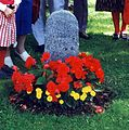 Back Lisa Andersson folks at Stora Tuna grave 1993 crop.jpg