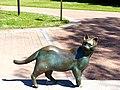 Bad Sassendorf – Bronze-Skulpturen – Katze auf der Salinenmauer - panoramio.jpg