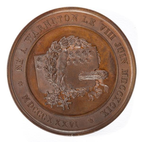 File:Baksida av bronsmedalj med konstnärsmaterial samt lagerkvist och text - Skoklosters slott - 99237.tif