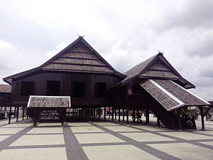 Early history of Gowa and Talloq - Reconstruction of a palace of the kings of Gowa