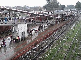 Barabanki Junction railway station - Image: Barabanki Jn Railway Station Inside View Platform II, III, IV & Banki Town Side Entrance