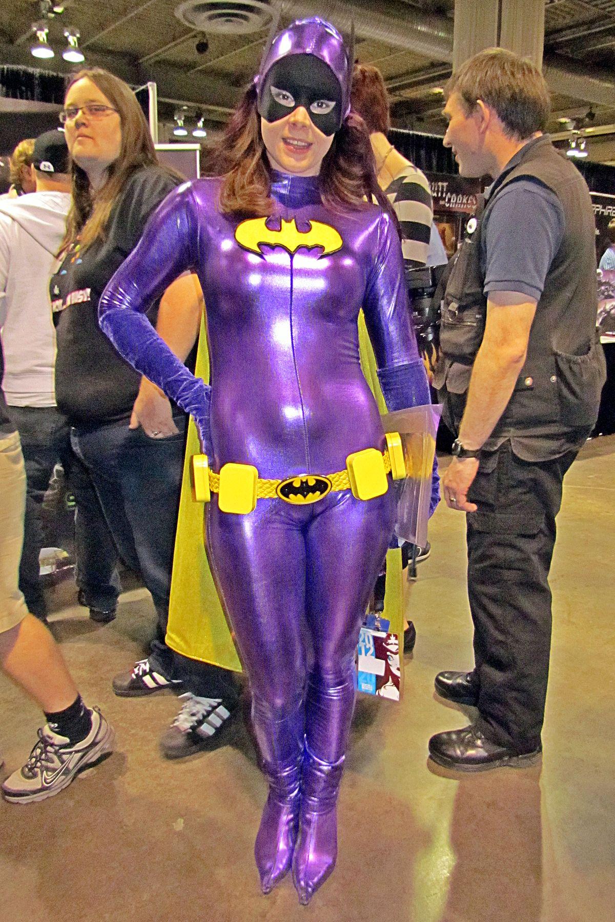 File:Batgirl cosplay.jpg - Wikimedia Commons