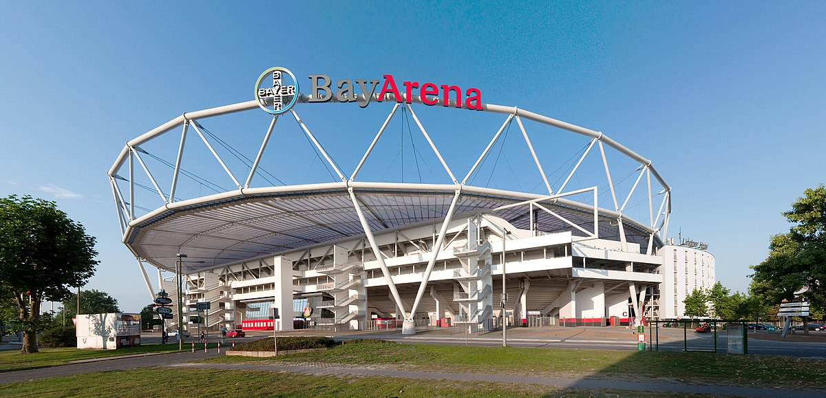 Bayarena wikipedia for Bayern design hotel
