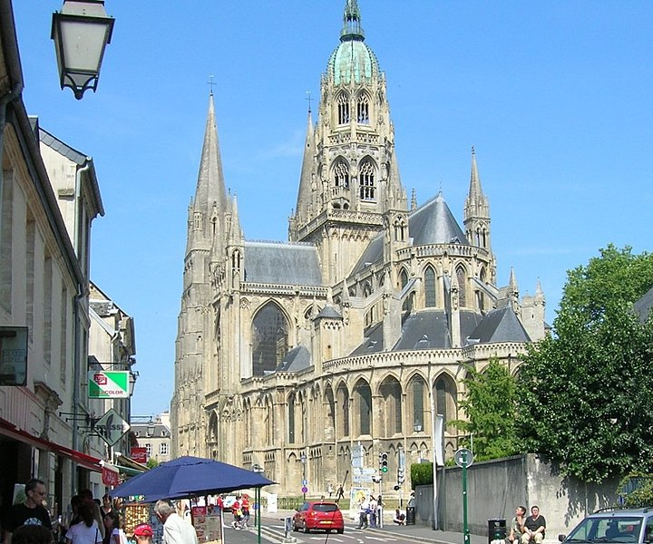 Fil:Bayeux Cathedral-all.jpg