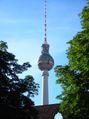 Berliner Fernsehturm - aus dem Klostergarten 1.jpg