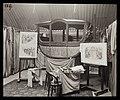 Beschildering van de linkerkant van de Gouden Koets en de ontwerpen van Nicolaas van der Waay in de fabriek van de Gebroeders Spijker.jpg